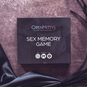 Couples-board-game-with-naughty-photos