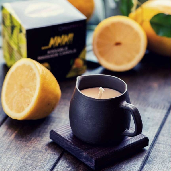 Massage-candle-in-black-pottery-lemon